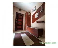 Apartament - 3 camere - decomandat - zona Titan