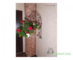 Suport de perete pentru floare